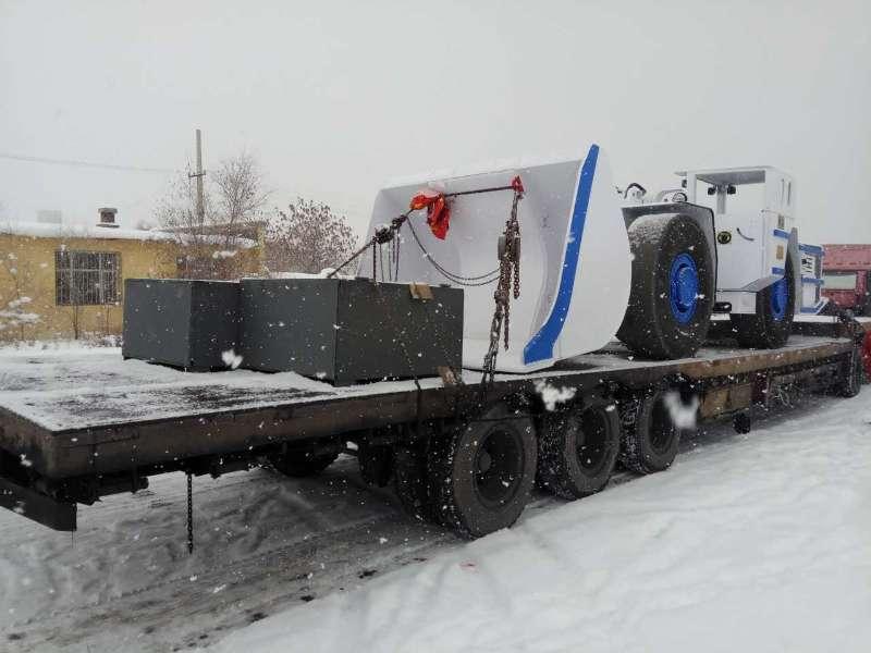 铲运机卸货照片 (1).jpg