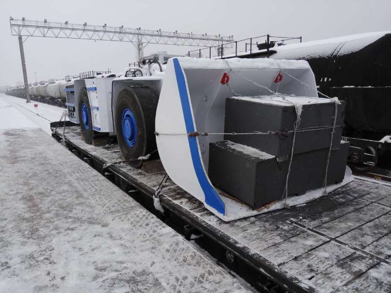 铁路平板车运输 (1).jpg